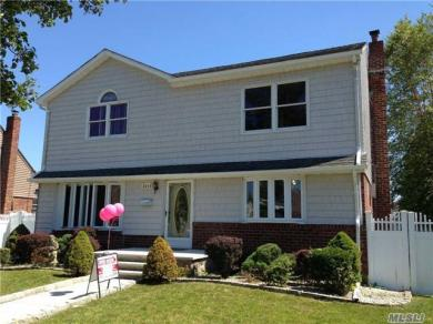 2634 First Ave, East Meadow, NY 11554
