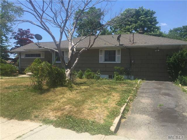 196 Jayne Ave, Patchogue, NY 11772
