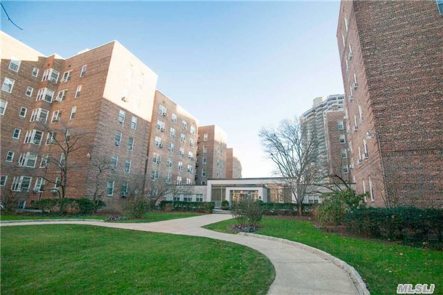 112-20 72 Dr #A47, Forest Hills, NY 11375
