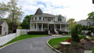 60 Shinnecock Ln, East Islip, NY 11730