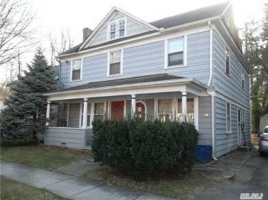 22 & 24 Orchard St, Roslyn Heights, NY 11577