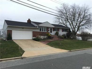 2315 Townsend Rd, Seaford, NY 11783