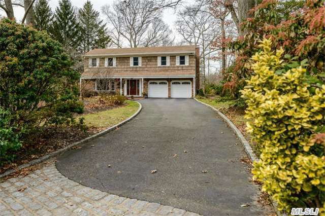 11 Pegs Ln, Cold Spring Hrbr, NY 11724