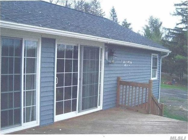 4 Ridge Ln Ext, Out Of Area Town, NY 12059