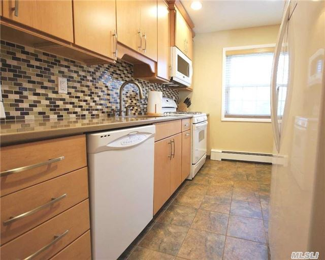 460 Old Town Rd #3j, Pt Jefferson Sta, NY 11776