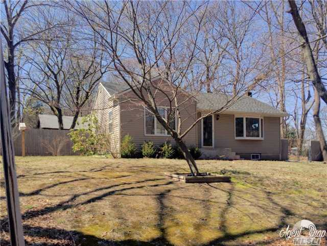 16 Miller Place Rd, Miller Place, NY 11764