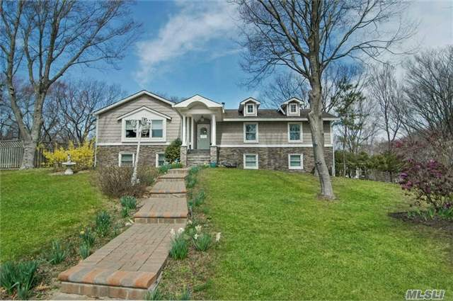 80 Sandy Ct, Riverhead, NY 11901
