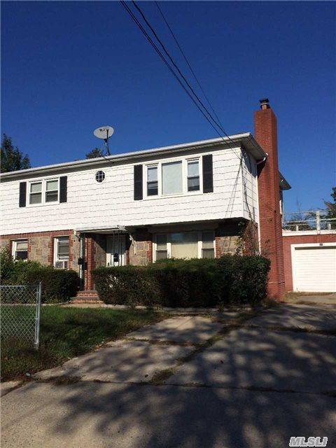510 Great Neck Rd, Copiague, NY 11726
