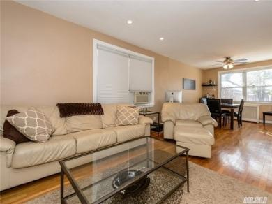 21 Edwards St #1d, Roslyn Heights, NY 11577