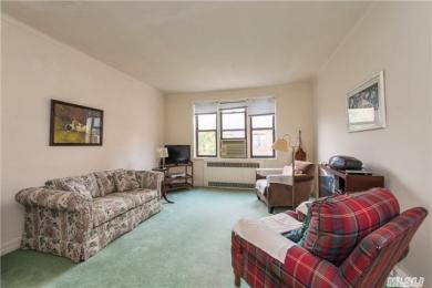 69-10 Yellowstone Blvd #607, Forest Hills, NY 11375