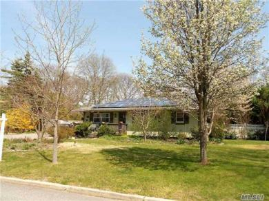 57 Country Greens Dr, Bellport, NY 11713