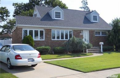 210 Floral Ave, Plainview, NY 11803