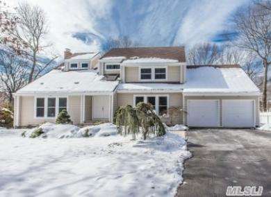 7 Christopher Ct, St James, NY 11780