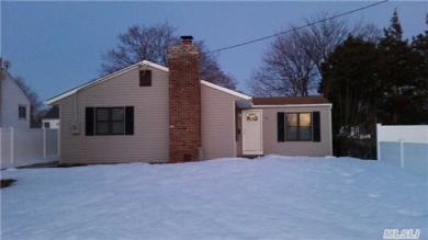99 W 19th St, Deer Park, NY 11729