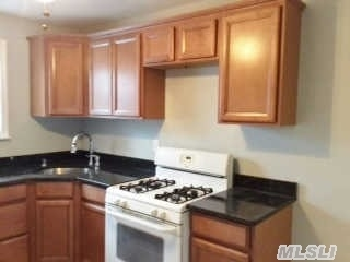 212 Fairharbor Dr #212, Patchogue, NY 11772