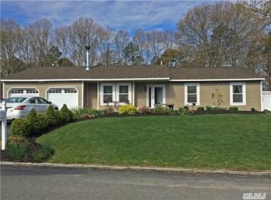 10 Evelyn Ct, Manorville, NY 11949