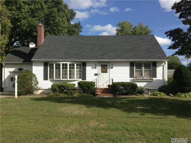 55 Bayview Ave, E Patchogue, NY 11772