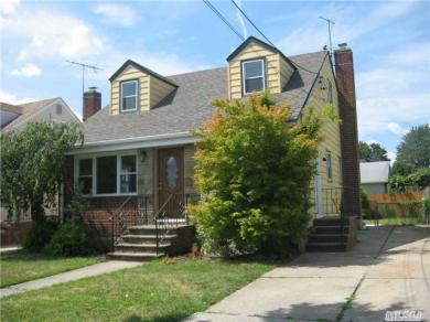 211 Royal Ave, Mineola, NY 11501