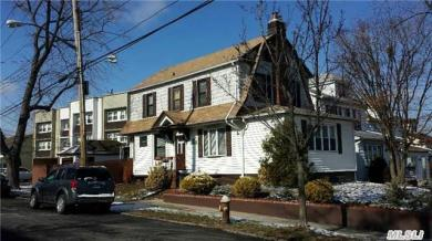 5-34 College Pl, College Point, NY 11356