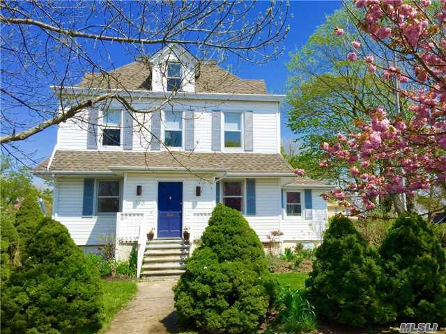 130 6th St, Greenport, NY 11944