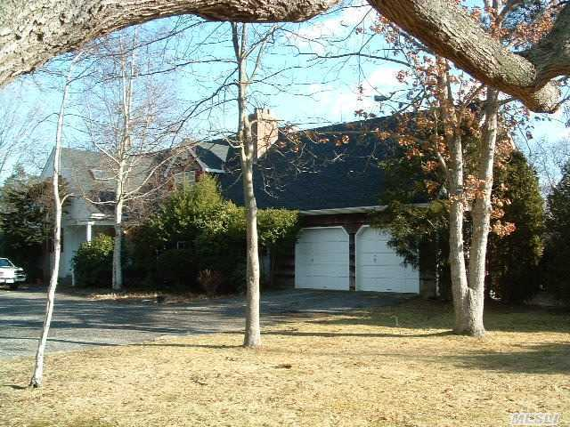140 Oneck Ln, Westhampton Bch, NY 11978