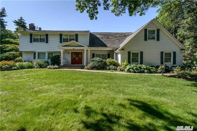 26 Snowball Dr, Cold Spring Hrbr, NY 11724