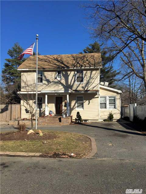 97 4th St, Brentwood, NY 11717