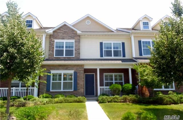 25 Lager Ln, Patchogue, NY 11772