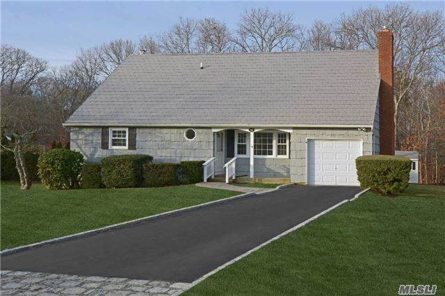 16 Valley Dr, East Moriches, NY 11940