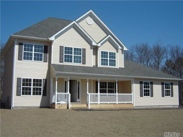 11 Cozine Rd, Center Moriches, NY 11934