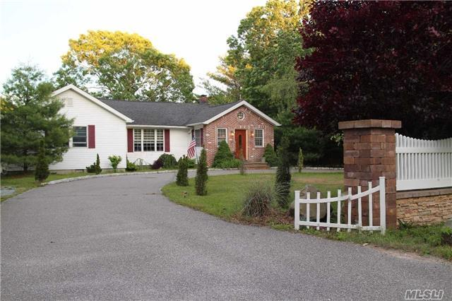 141 Belleview Ave, Center Moriches, NY 11934