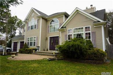 980 Middle Country Rd, Ridge, NY 11961