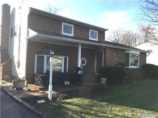 970 Manor Ln, Bay Shore, NY 11706