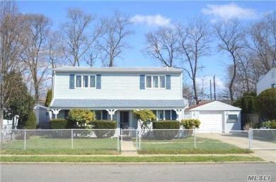 2080 Post St, East Meadow, NY 11554