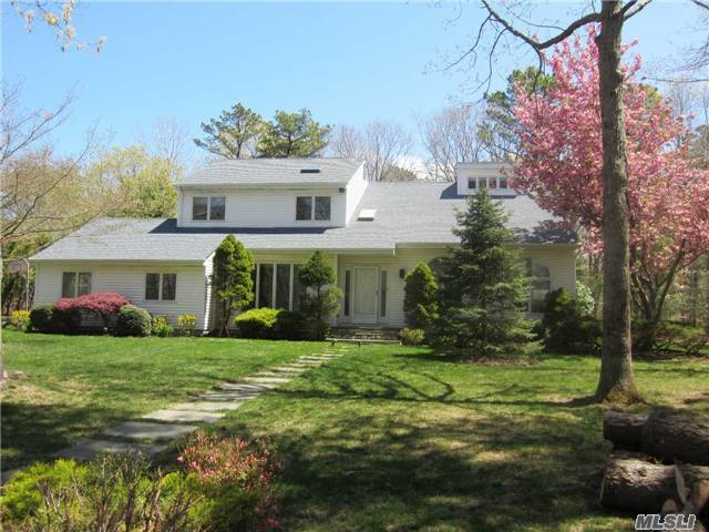 10 Liberty Ln, Miller Place, NY 11764