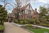 85 Tennis Pl, Forest Hills, NY 11375