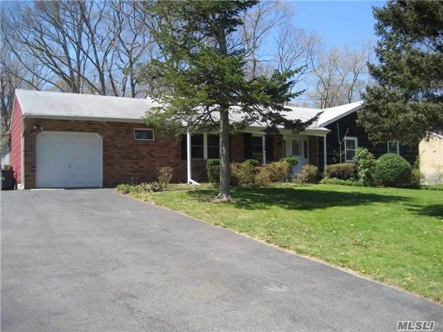 126 N Rocky Point Land Rd, Rocky Point, NY 11778