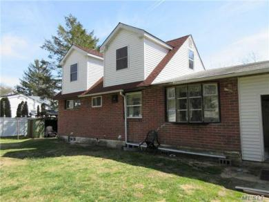 2 Oxford Rd, Brentwood, NY 11717