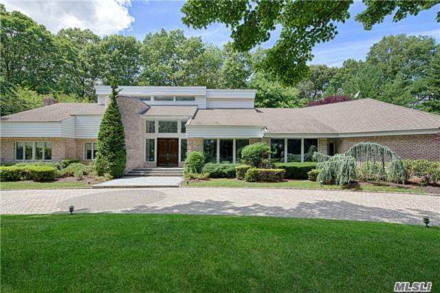 10 Centre View Dr, Upper Brookville, NY 11771
