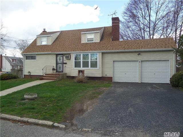 186 Lincoln Ave, Brentwood, NY 11717