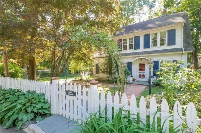 34 Walters Ave, Cold Spring Hrbr, NY 11724