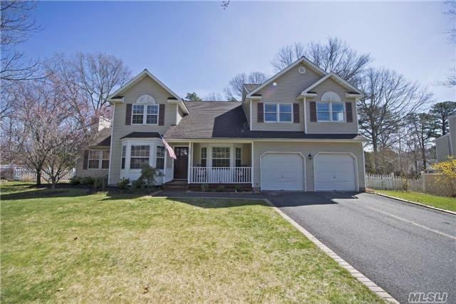 147 Natures Ln, Miller Place, NY 11764