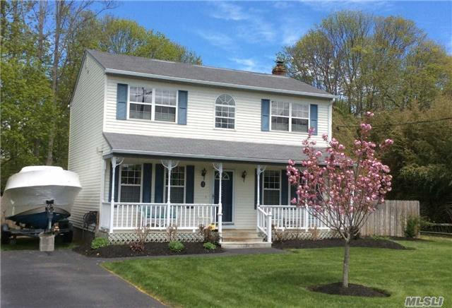 1 Maple Ave, East Moriches, NY 11940