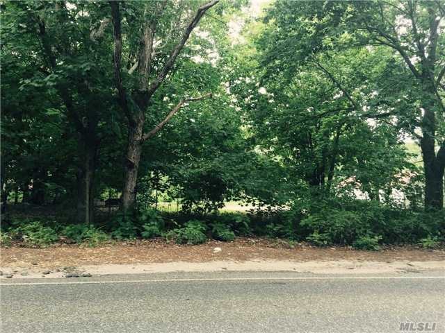 Wading River Rd, Manorville, NY 11949