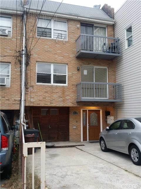 60-23 55th St, Maspeth, NY 11378