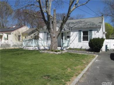 39 Thorburn St, Patchogue, NY 11772