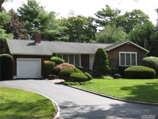 15 Evergreen Ln, E Patchogue, NY 11772