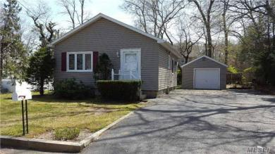 34 Covington St, Huntington Sta, NY 11746