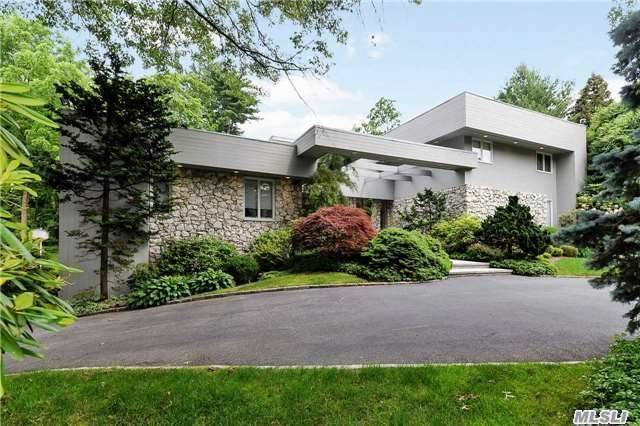 123 Bacon Rd, Old Westbury, NY 11568