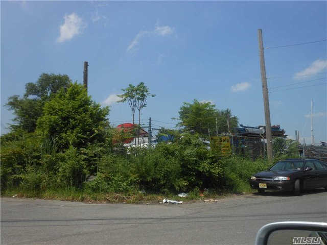 3-40 126 St, College Point, NY 11356